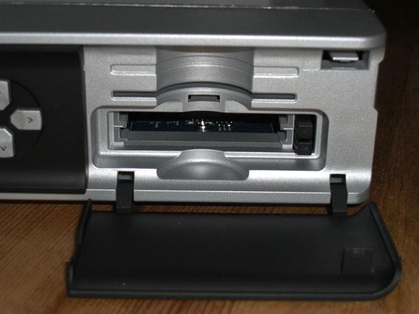 2 CI-Slots und 1 Conax Cardreader zum Empfang von Pay-TV
